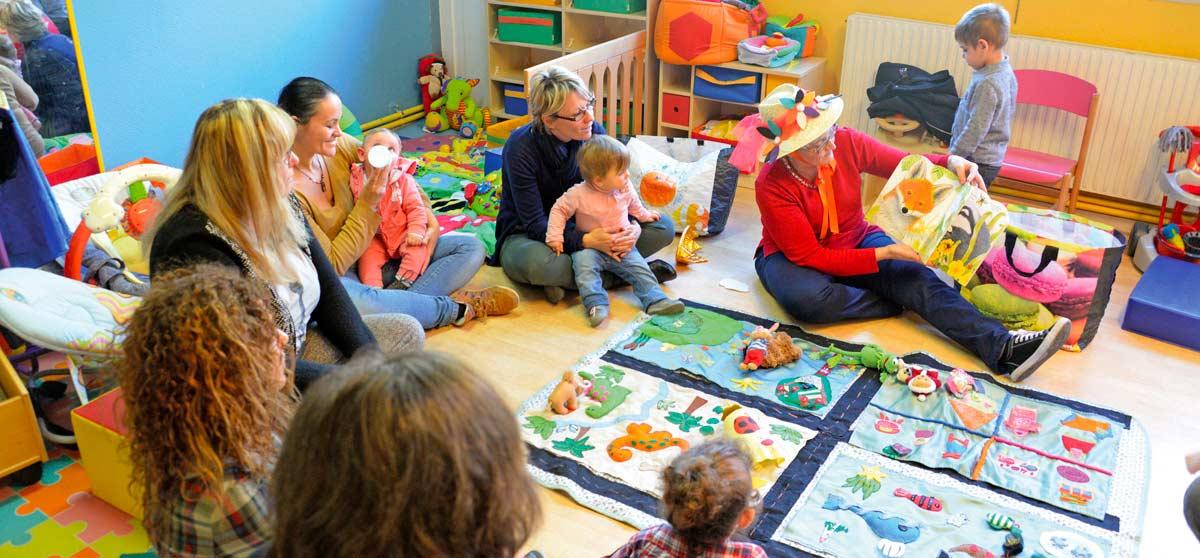 creche-familiale-tapis-lecture-aux-mimosas-pano